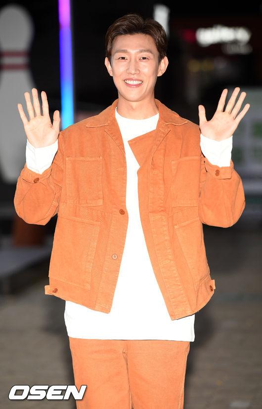 [사진]강기영,환한 미소로 양손 인사