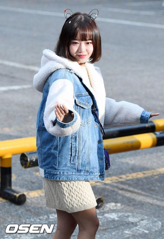 [사진]위키미키 최유정,요정의 손 인사
