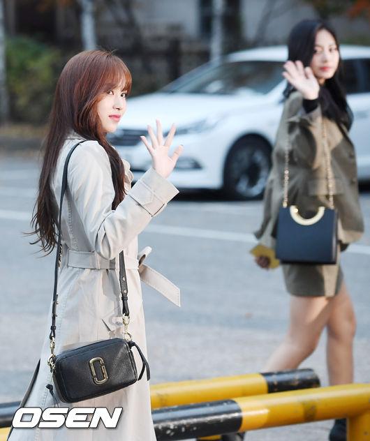 [사진]트와이스 미나,아름답게 돌아보며 인사