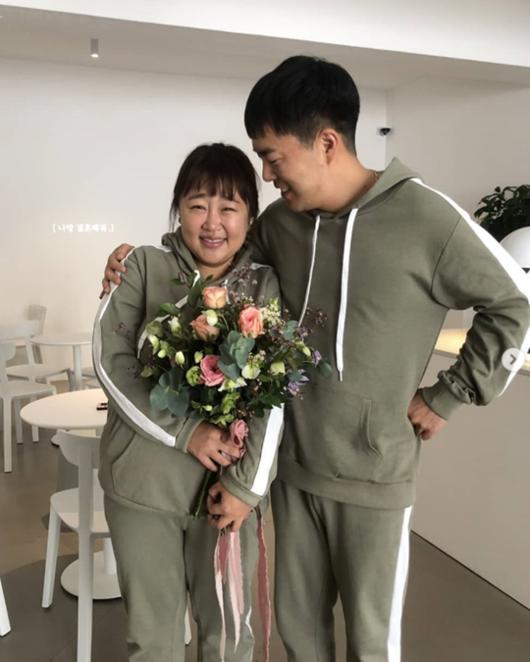 """홍윤화♥김민기 """"같은날 서로 프러포즈, 어떻게 이래?"""" 달달 인증샷 [★SHOT!]"""