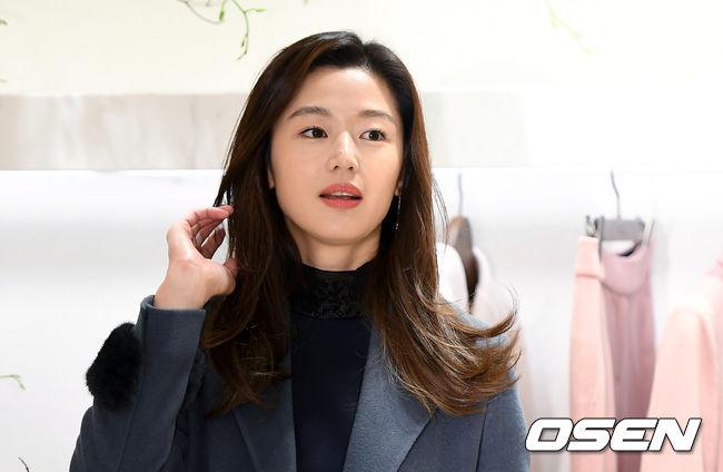 [사진]전지현,미모는 여전하네