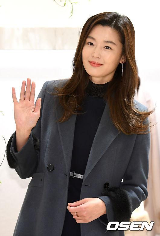[사진]전지현,우아한 손짓