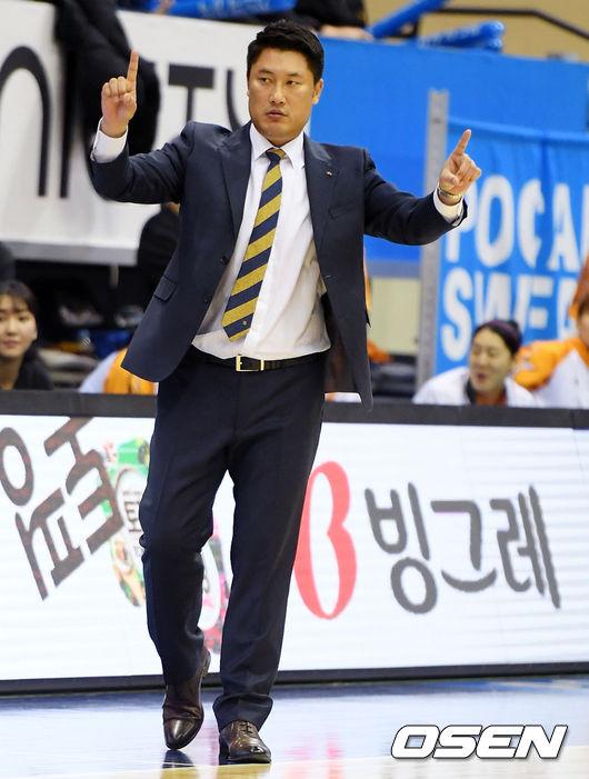 [사진]안덕수 감독,오늘 우리은행 잡고 1위 올라서자