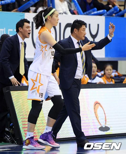 [사진]박지수,감독님 가시죠