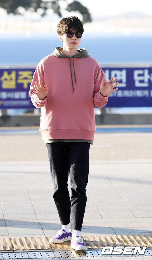 [사진]이동욱,깜찍한 핑크 후드티