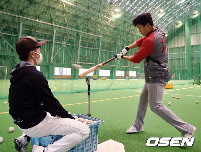 [사진]티배팅 훈련하는 정진기