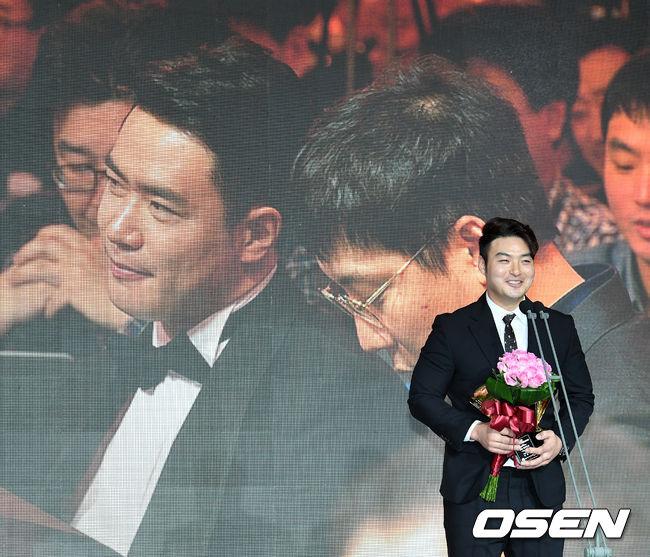 [사진]박병호, 김재환, 홈런상 축하한다