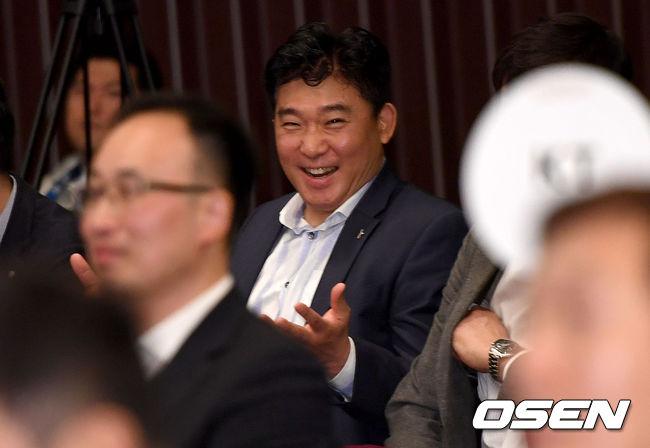 [사진]KGC 김승기 감독, 드래프트 2순위에 미소 활짝