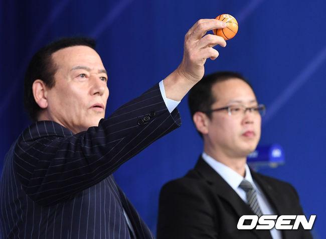[사진]2018 KBL 국내신인선수 드래프트 순위추첨식