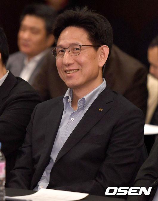 [사진]2018 국내신인 드래프트 1순위 추첨한 kt 서동철 감독