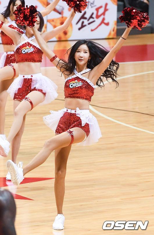 [사진]치어리더 김다정,코트 위 섹시한 댄스