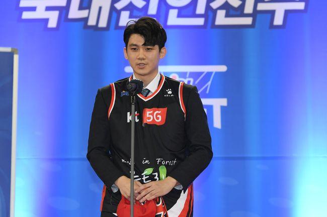 고려대 박준영, 전체 1순위로 KT행…드래프트 21명 선택(종합)