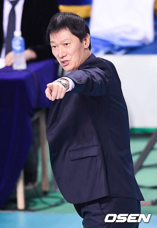 """""""흥국생명, 복수해야죠"""" 선두 도약 기회, 칼 간 이정철 감독"""