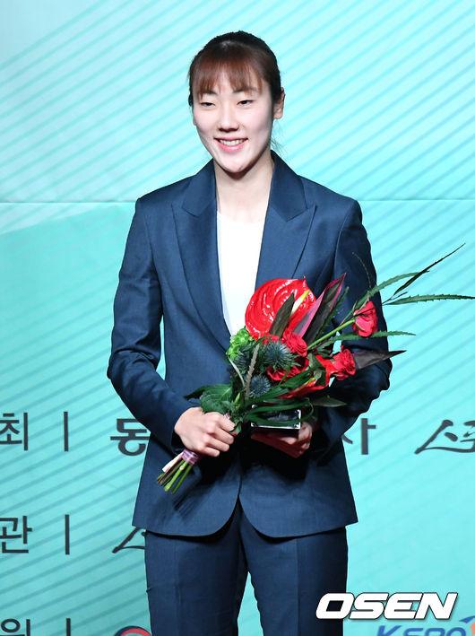 박혜진, 4년 연속 올해의 선수 기염...오세근 2년 연속 수상
