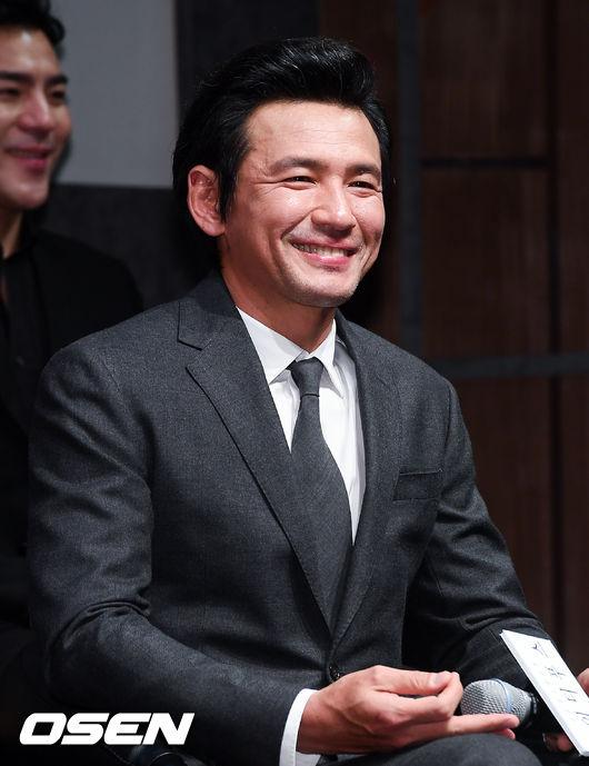[사진]연극 복귀 황정민,즐거운 미소