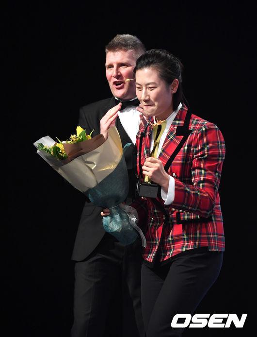 [사진]ITTF 스타어워즈, 여자스타상 딩닝