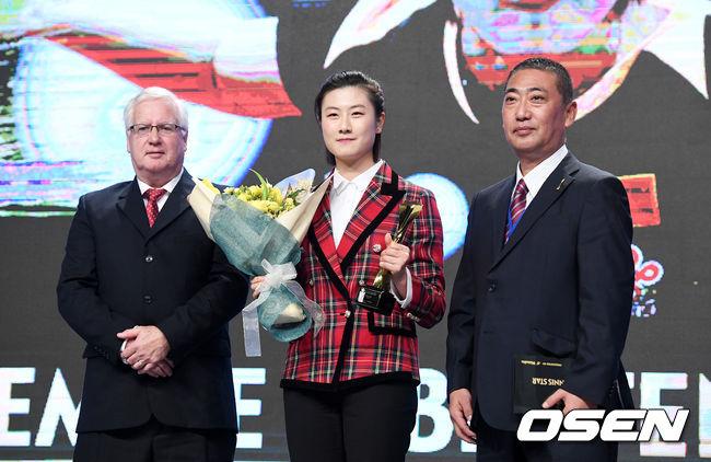 [사진]중국 딩닝, ITTF 스타어워즈 여자스타상