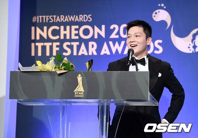 [사진]남자 스타상 중국 판젠동, 기분좋은 밤