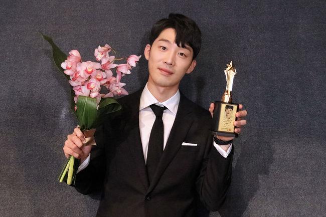이가섭, '폭력의 씨앗' 2018 베스트 스타상 신인상 수상..특급신인