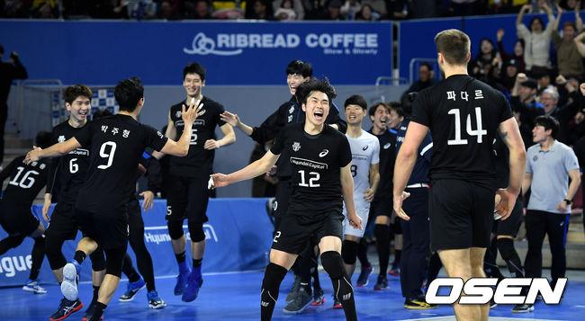 파다르 22득점 현대캐피탈, 한국전력에 완승…1위 맹추격