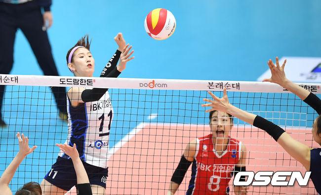 [사진]김수지,블로커를 따돌리는 이동 공격
