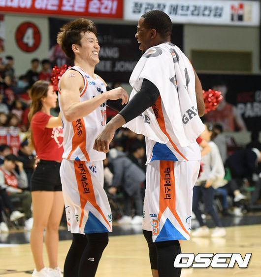 [사진]박찬희-로드,승리의 포옹