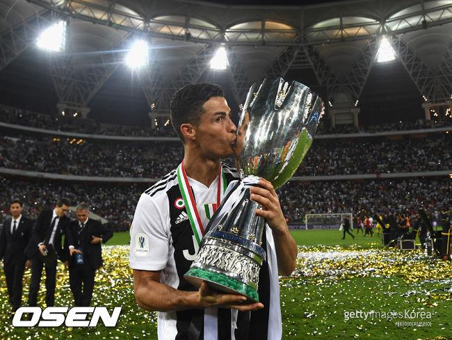 결승골 호날두, 이탈리아 슈퍼컵서 개인 통산 31번째 우승컵 입맞춤