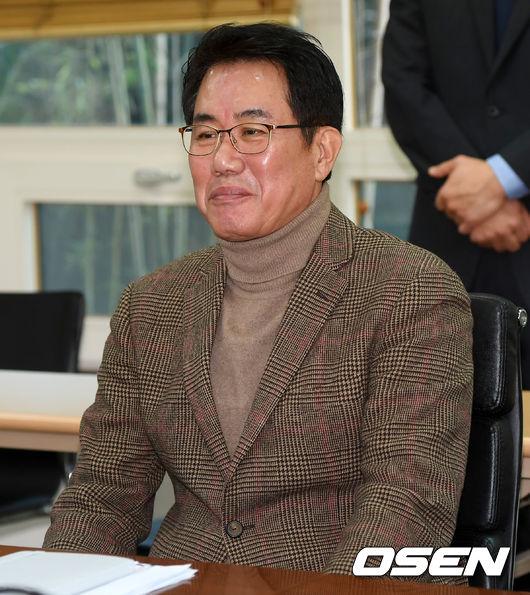 [사진]미소 짓는 국가대표 김시진 기술위원장
