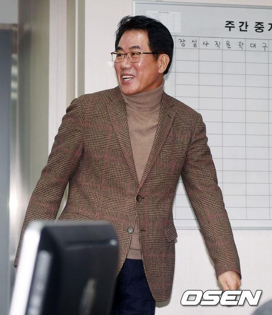 [사진]KBO 김시진 기술위원장,첫 회의 순조롭게 끝났어요