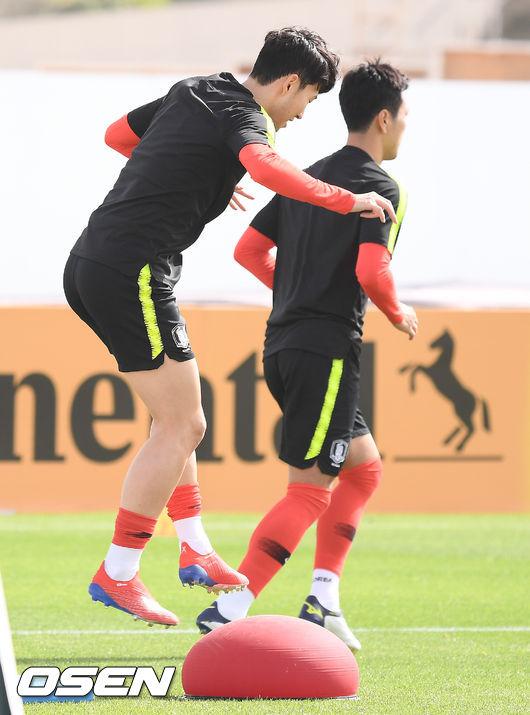 [사진]손흥민,우승 향해 점프