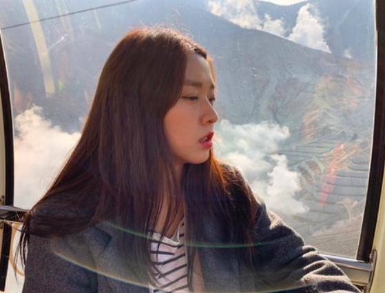 설현, 일본 여행중 귀여운 표정 빼꼼[★SHOT!]