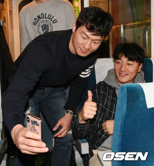 [사진]이정현, 남자 팬에게도 인기 최고!