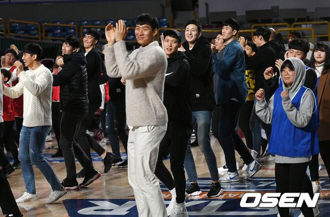 [사진]KBL 올스타, 팬들과 함께 댄스