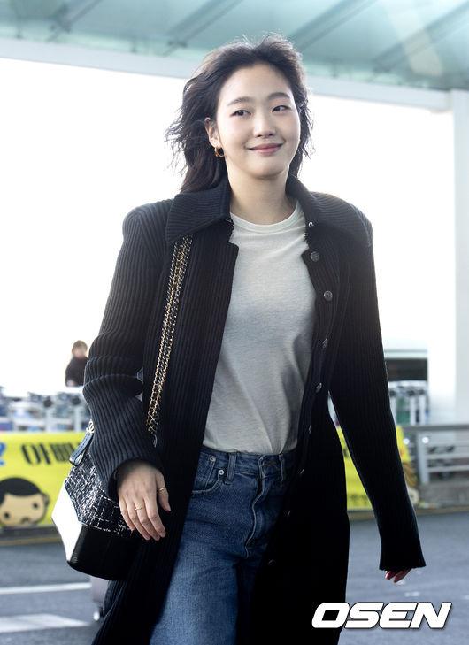 [사진]김고은,미소 머금고 떠나요