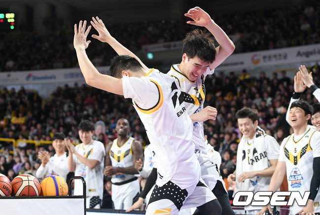 [사진]조성민-김종규, 올스타전을 즐기는 진정한 올스타