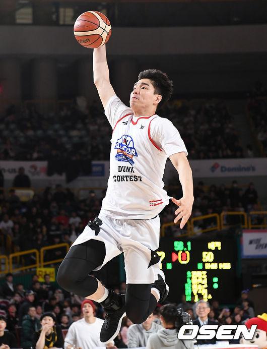 [사진]김종규, 날아올라