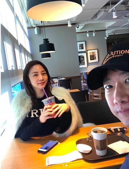 조우종♥정다은, 주말 카페 데이트..수수한 3년차 부부 [★SHOT!]