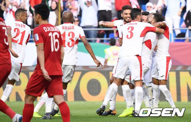 [사진]베트남 상대 선취골로 앞서 나가는 요르단