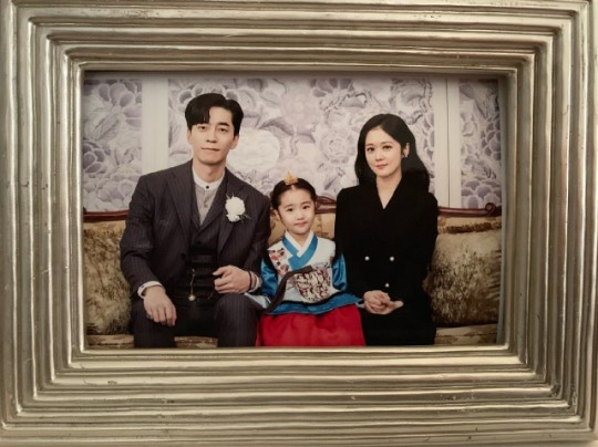 가족사진의 품격..신성록X장나라X오아린, 황실서 찰칵 [★SHOT!]