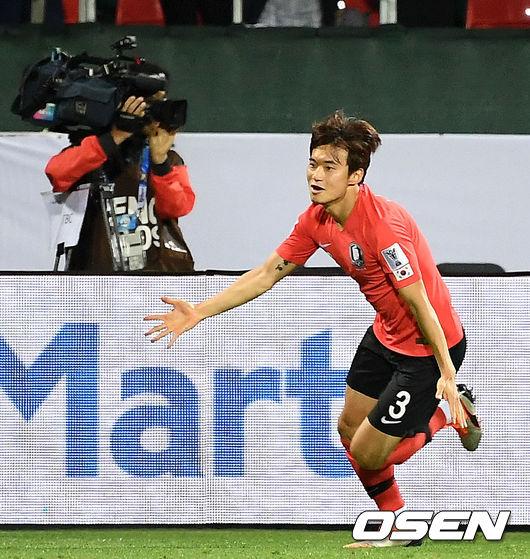 [사진]연장서 골 넣은 김진수, 내가 해냈어