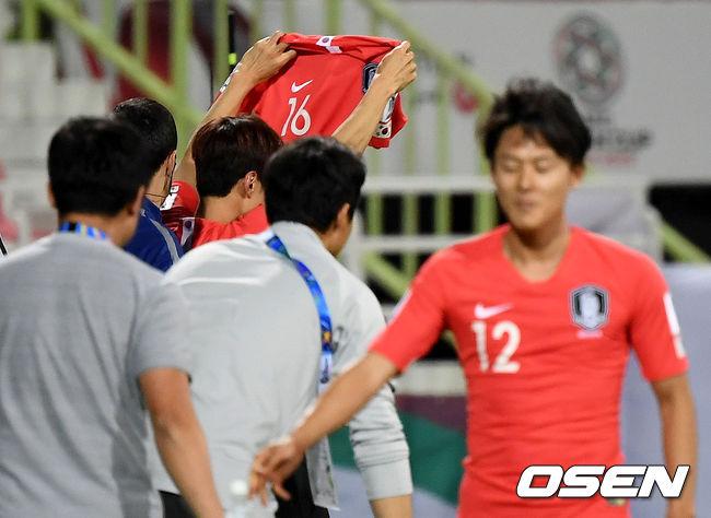 [사진]연장서 골 넣은 김진수, 기성용 향한 유니폼 세리머니