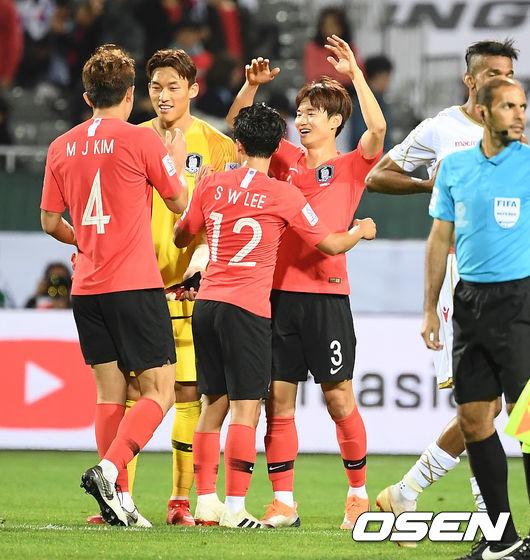 [사진]연장 결승골 주인공 김진수,바레인 침대축구 꺾었다