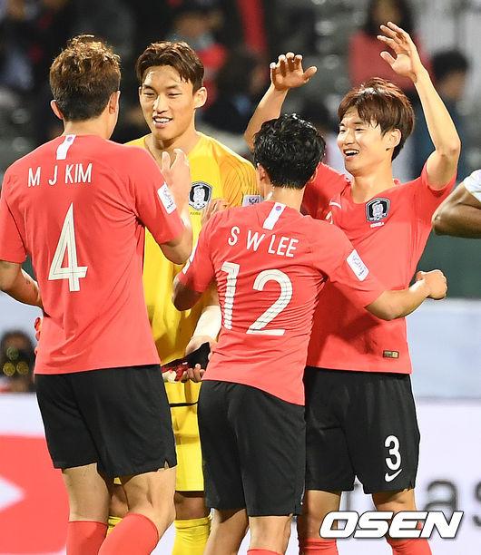 [사진]연장 결승골 주인공 김진수,승우도 잘했어