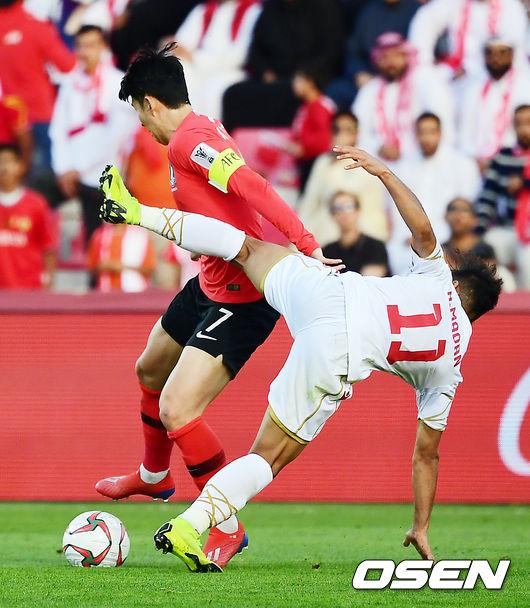 [사진]축구화에 얼굴 맞는 손흥민,아찔한 순간