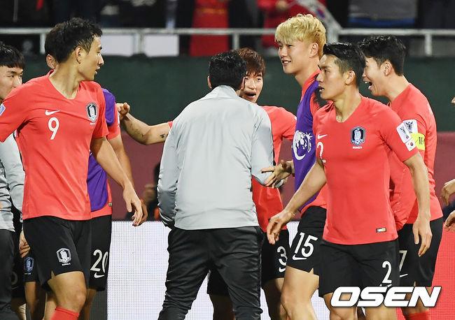 [사진]김진수,결승 헤더골 정말 짜릿하네