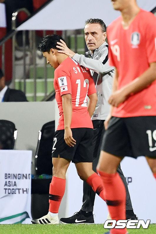 [사진]이승우,벤투 감독 격려 받으며 아시안컵 첫 출전