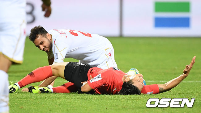 [사진]이용,바레인 반칙이 너무 심하잖아