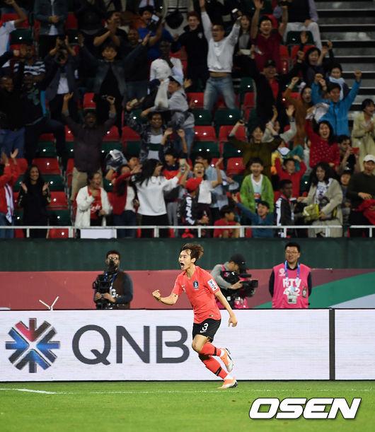 [사진]한국 응원단 열광케 만든 김진수의 결승 헤더골