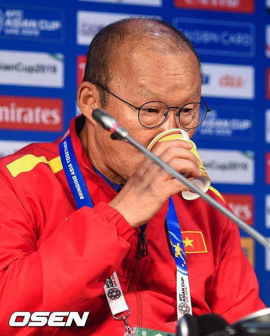 [사진]박항서 감독,베트남 아직도 승리에 목 말랐어