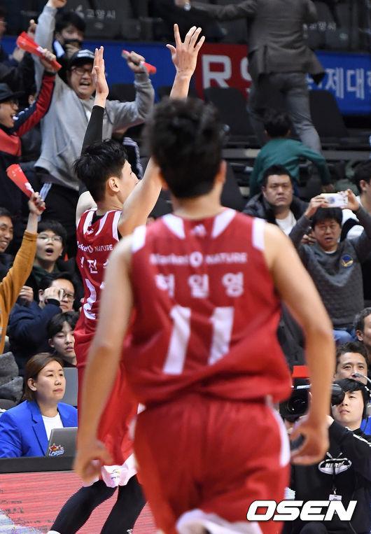 [사진]홈 팬들에게 짜릿한 승리 선물한 최진수